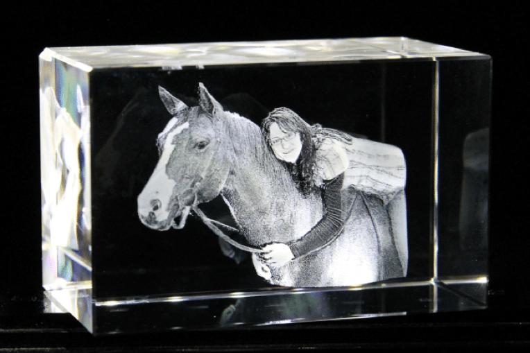 Frau auf Pferd in 3D 180 oder 360 Grad gelasert